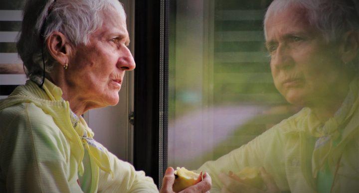 Banco é condenado a pagar indenização a cliente idosa por lhe causar prejuízo